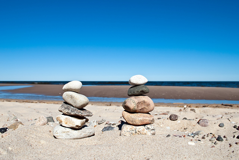 stones-stacked-on-beach-800px