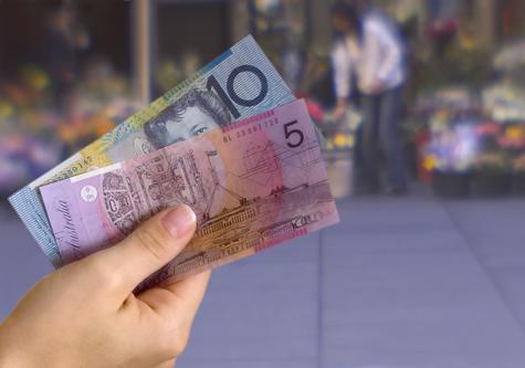 Australian_money_hand