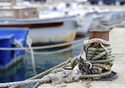 ropes_tying_up_boats_on_water